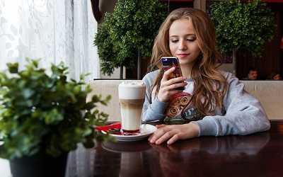 girl teen smartphone