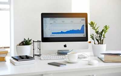 software analytics in computer screen